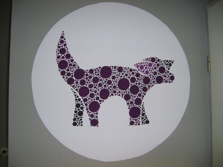 Mijn dot-art-impressie van een Lambanana op mijn woonkamermuur.