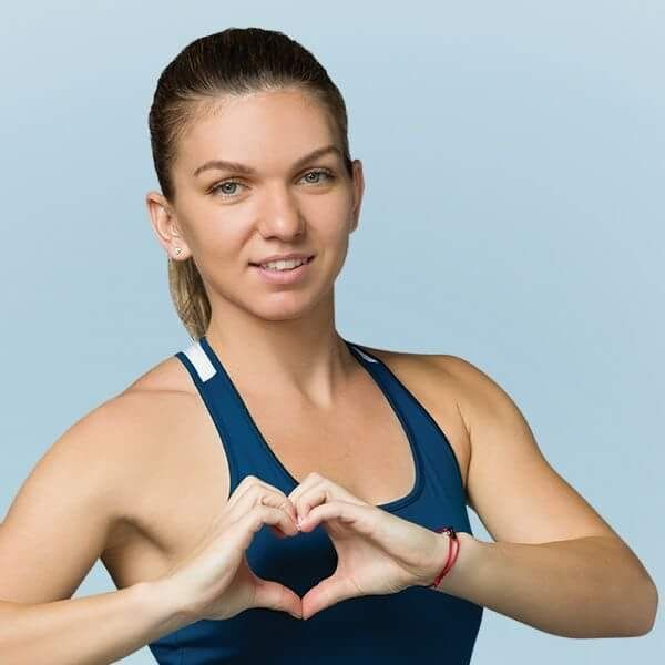 Simona with her new Facebook profile❤❤