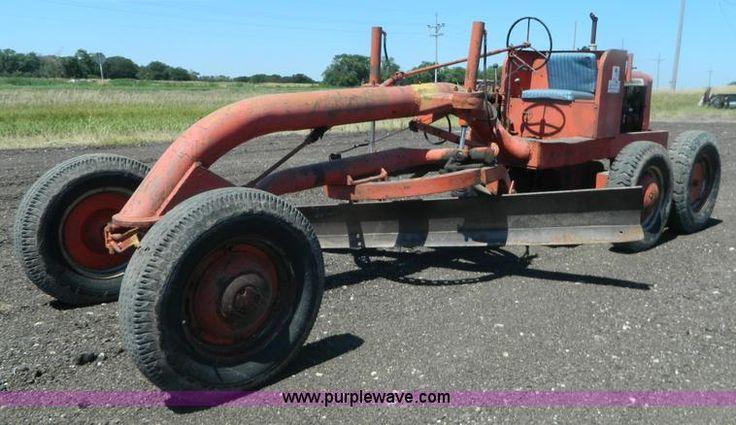 image for item J8825 1952 Allis Chalmers D motor grader - https://www.purplewave.com/auction/160825/item/J8825