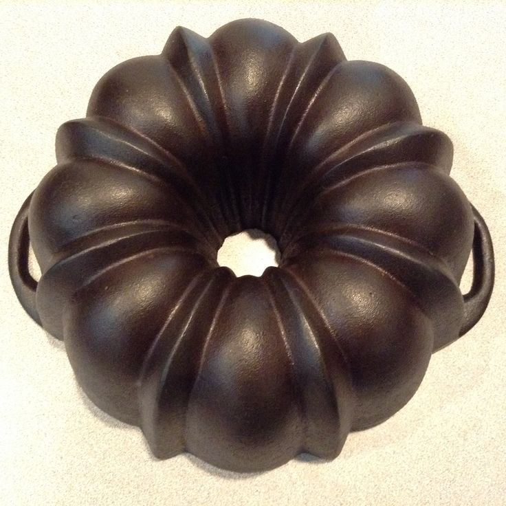 Lodge traditional style bundt.  Flat surface handles.  Markings can include a…