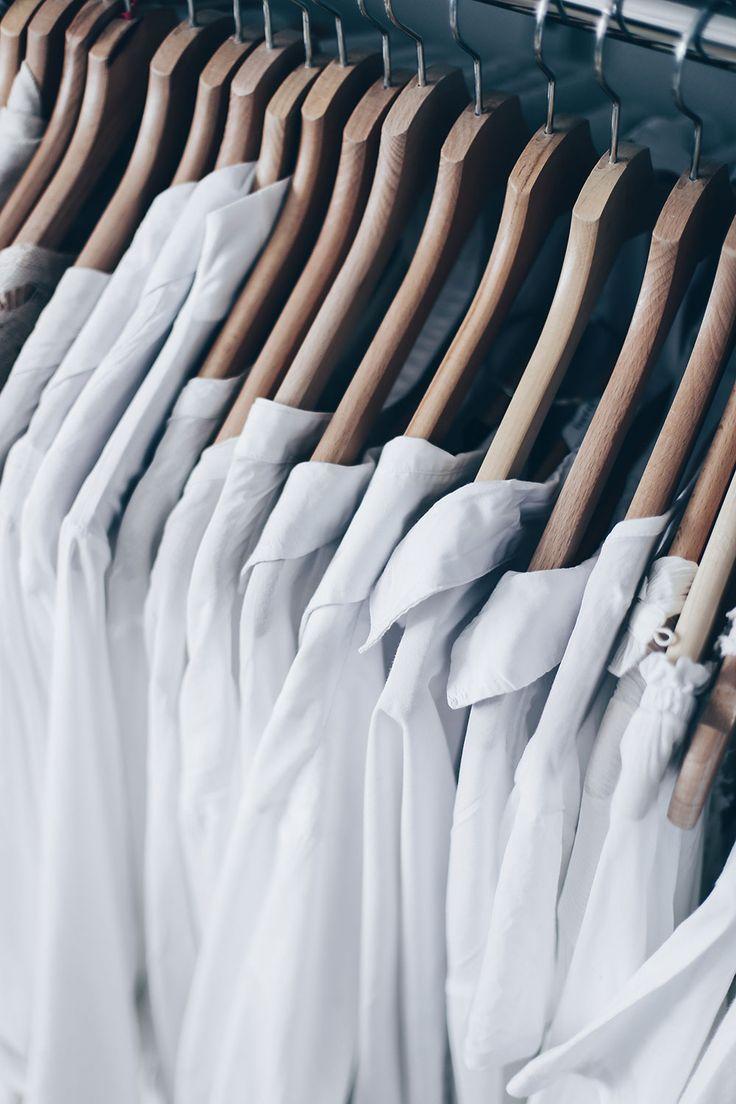 Im Fashion-Detox-Guide findet ihr wertvolle und nützliche Tipps für alle mit zu vielen Klamotten. Ausmisten leicht gemacht lautet die Devise. Mehr dazu jetzt online.