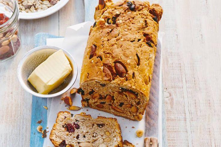 Heerlijk brood vol muesli en noten. De fruitige cranberrymix zorgt voor een zoetzuur accent.- Recept - Allerhande