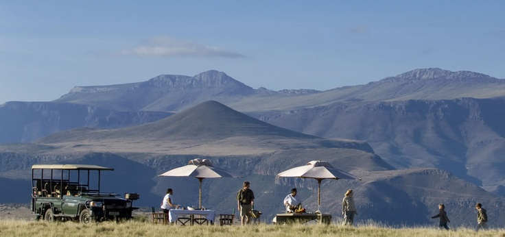 Samara Private Game Reserve is a 5 star game reserve in the Eastern Cape, offering luxury safari accommodation in South Africa