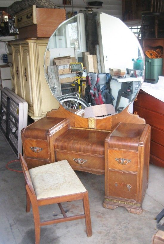 16 Amazing Vanity Makeovers from Art Deco to Antique - a must see! by  Prodigal Pieces. www.prodigalpieces.com #prodigalpieces #Antiquefurniture - Vanity Makeovers ~ 16 Different Sets Redone Antique Furniture