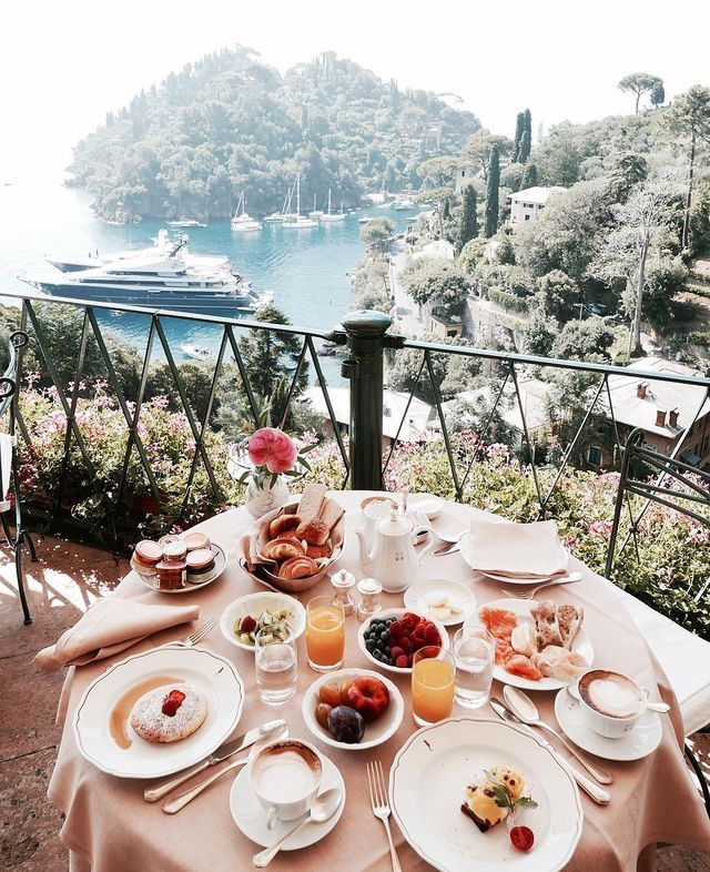 Oh how my heart longs to travel and wake up to a breakfast like this...