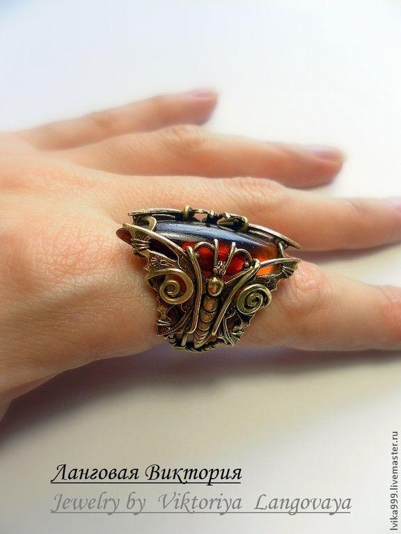 Купить Латунный перстень с медовым янтарем, Wire wrap. - золотой, перстень с камнем