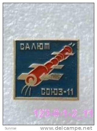 SPACE: docking space station Salyut-1 and spaceships Soyuz-11 / old soviet badge USSR_123_sp3836 - Delcampe.com