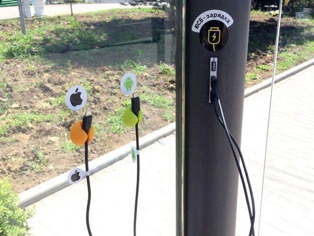 В Севастополе с  умной  остановки украли зарядные устройства