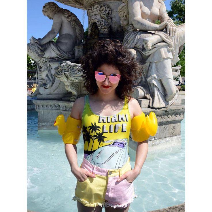 Miami life 💙🌞👙💛  Cool vintage swimsuit from the 90's with pastel denim short #szputnyikshop #szputnyik   Daily summer look