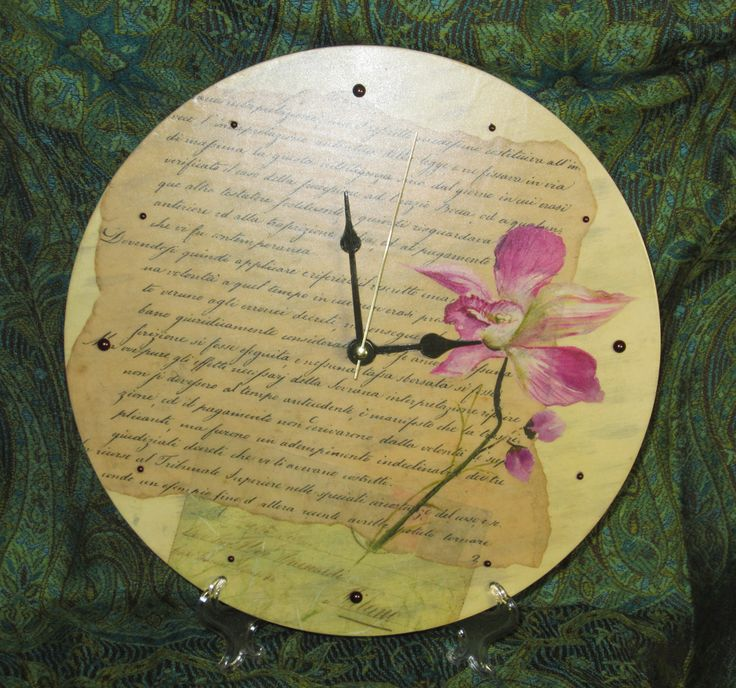"Часы ""Старинные письма"" Письма... давно забытая традиция. Может быть когда-нибудь вы откроете альбом и решите перечитать старые письма, и, возможно, найдете засушенный цветок между страниц...***Clock ""The old letter"" #decoupageclock #handcraftwallclock #solidbirch #letter #romance #love # memories #flower  Letters... Long-forgotten tradition. Maybe someday you will open the album and reread old letters, and perhaps you will find a pressed flower between the pages..."