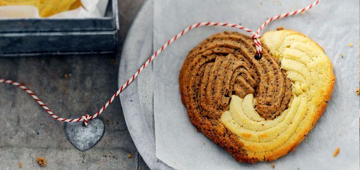 Klassieke spritskoeken hebben een zigzagpatroon, maar culinair redacteur Dosia maakt hartjes van! Leuk als culi-cadeautje.