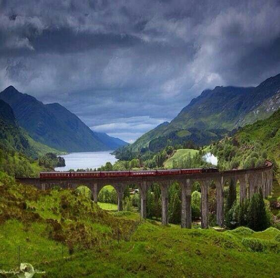 Glenfinnan Viaduct, Glenfinnan, Lochaber, Highland, Scotland.