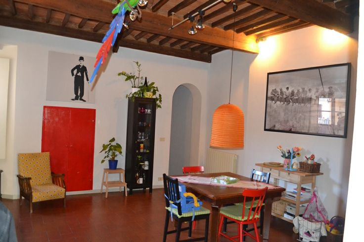 Lucca centro storico. In zona di facile accesso caratteristico appartamento posto al 2° piano così composto: ingresso, soggiorno , sala da pranzo, 2 camere bagno. Pavimenti in cotto e travi a vista.Rif.3439 vedi scheda completa: http://www.casamica.com/immobile-3439