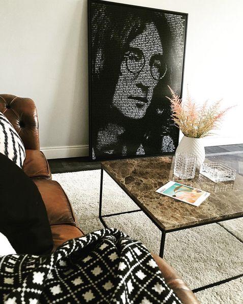 Brunt marmorbord Jaguaren. Soffbord, bord, marmor, brun, svart ram, möbler, inredning, vardagsrum. http://sweef.se/18-bord