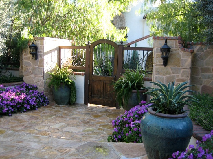 17 best ideas about front courtyard on pinterest for Front yard courtyard design