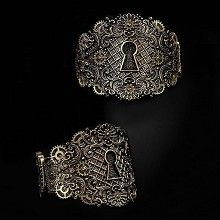 Keyhole armband met sleutelgat en tandwielen detail koperkleurig - Gothic Metal Steampunk