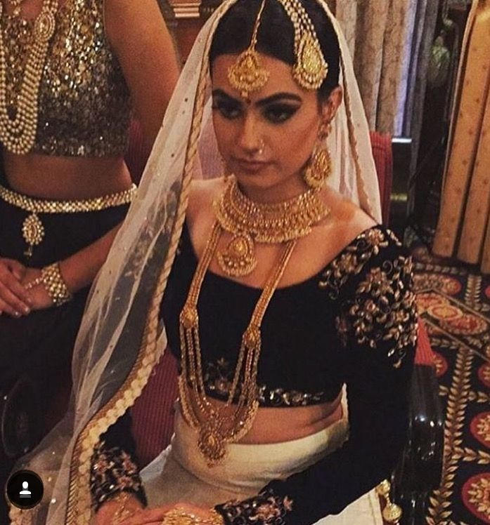 @ikjot_sandhu showing off stunning bridal accessories available exclusively @sitarebyaasha.  MUA- @dollfaceartistes  Outfit - @maharicollection Jewelry - @sitarebyaasha www.SitarebyAasha.com sales@sitarebyaasha.com #Jewelry #Jewellery #Indianwedding #Sikhwedding #Bridaljewelry #BridalJewellery #AsianBride #SitarebyAasha #PakistaniBride #Shaadi #Wedding #Bollywood #Bride #Bridal #WomensFashion #dubai #IndianBride #Indian #IndianFashion #Couture #Asianwedding #Accessories #Instadaily