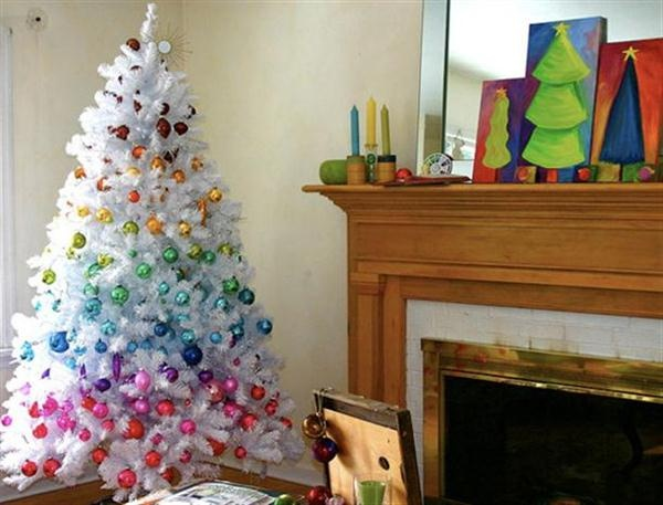 Christmas Decoration: Ideas for White Christmas trees!!