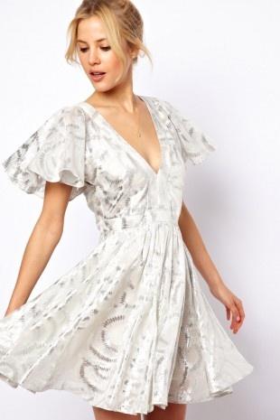 ASOS – Tief ausgeschnittenes Kurzkleid aus silbernem Jacquard