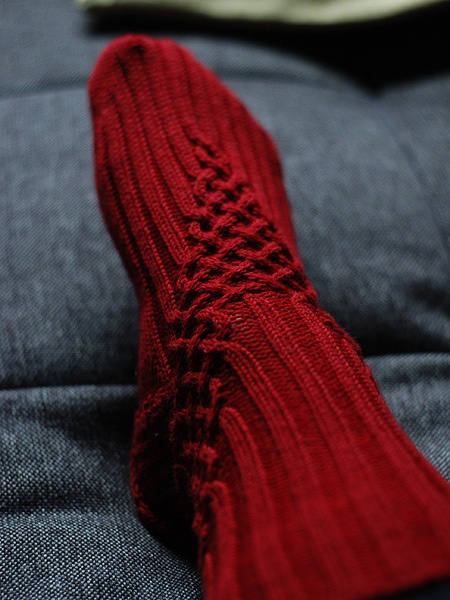 Free - Nice cable accent on a simple ribbed sock Ravelry: Liab by General Hogbuffer