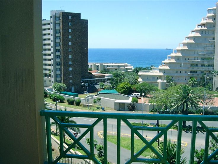 47 The Shades - Situated in Umhlanga, this self-catering apartment is located only a minute's walk to Umhlanga beach.  The comfortably furnished apartment has sea views and offers accommodation ideal for a couple or business ... #weekendgetaways #durban #southafrica