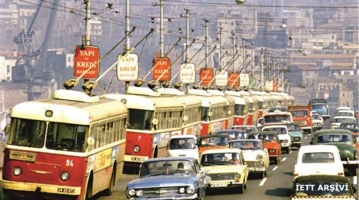 1970 - Unkapanı köprüsünde arka arkaya dizilen troleybüsler