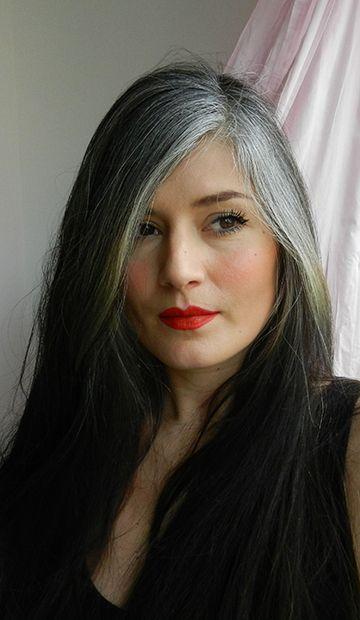 Des cheveux poivre et sel quand on est jeune ? C'est possible et on a rencontré 3 femmes qui nous en parlent.