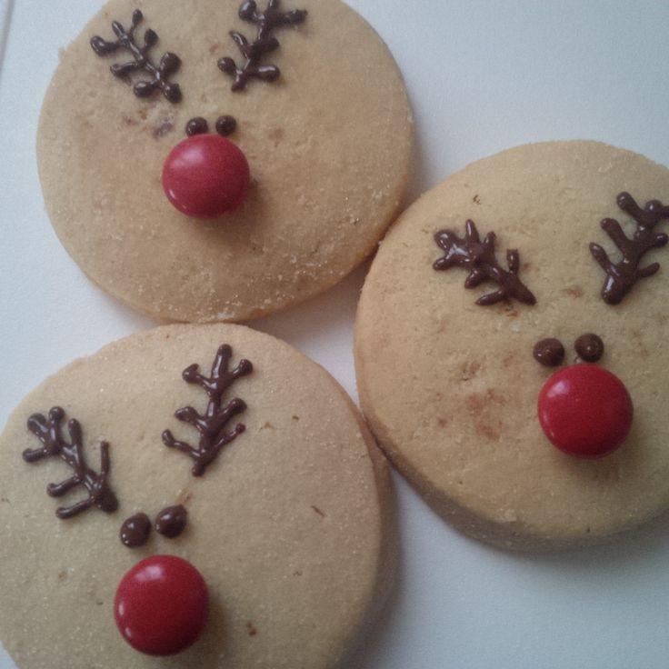 Biscotti al burro con decorazioni di cioccolato Lindt fontente e M&M's al posto del nasino di queste tenere renne *.*