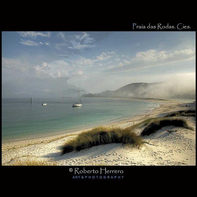 Praia das Rodas. Illas Cies by Roberto Herrero