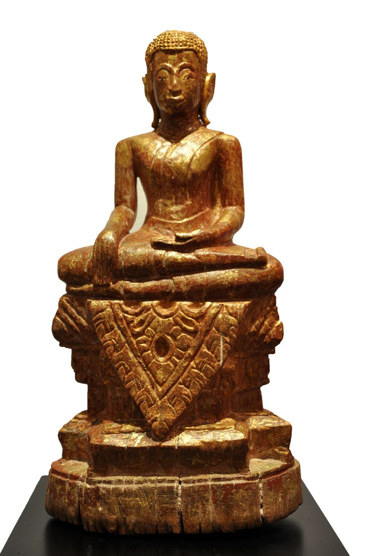 Sitting Buddha. Thailand (Lana), 18th century, made of teak wood. For more information about this and other amazing Asian/Buddhist antique products, please visit our website: www.sat-nam-art.com