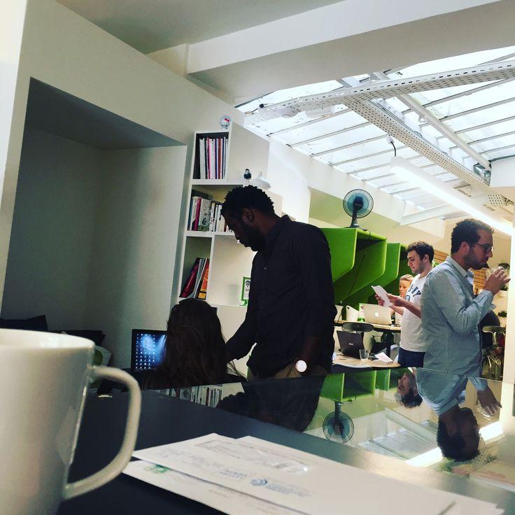 25 best ideas about espace de coworking paris on pinterest espace coworking paris coworking. Black Bedroom Furniture Sets. Home Design Ideas
