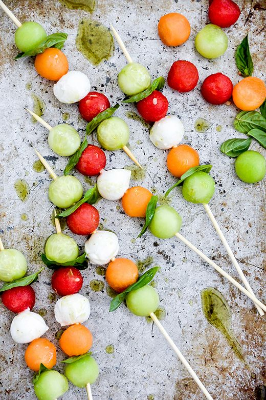 Melon Caprese Skewers with Herb Oil by floatingkitchen #Appetizer #Melon #Mozzarella #Basil #Light