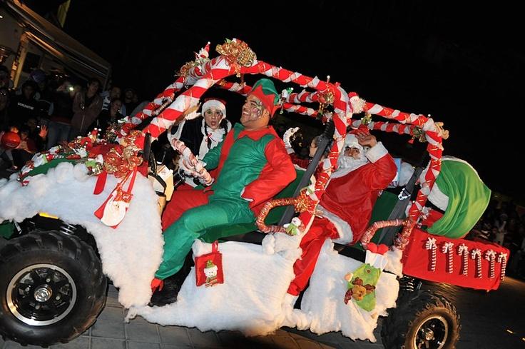 Toda la emoción y el entretenimiento de nuestro tradicional Desfile Navideño.