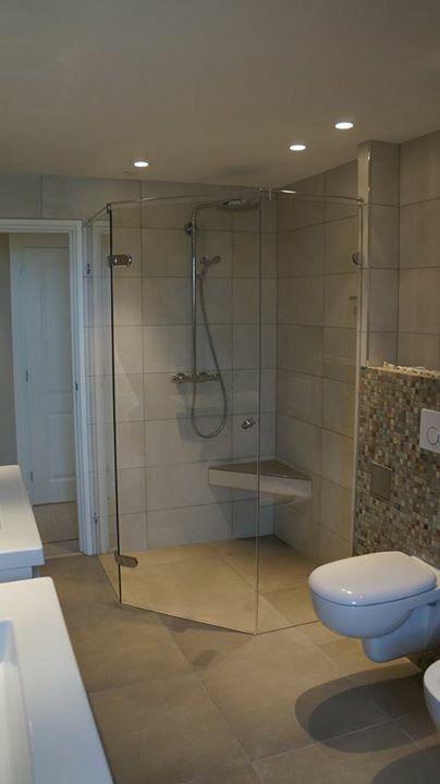 25 beste idee n over douche ontwerpen op pinterest badkamer tegels ontwerpen douche tegel - Zwarte hoek bad ...