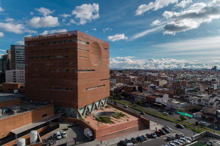 Gallery of Santa Fe de Bogotá Foundation / El Equipo de Mazzanti - 1