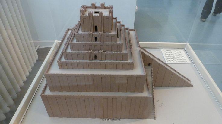 Modell des Turms von Babylon