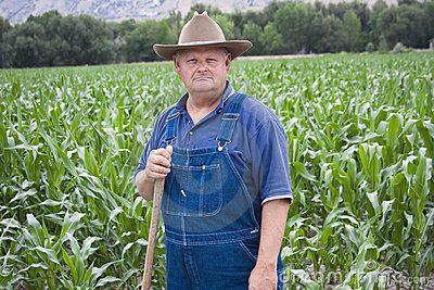 Dit is Sinclair hij is de eigenaar van de boerderij waar Cameron en zijn moeder wonen. In die kelder vond Cameron de tekeningen. In het begin waren Sinclair en Cameron geen vrienden maar na tijdje wel. Sinclair was ook bevriend met Jacky. Ze speelden altijd samen.