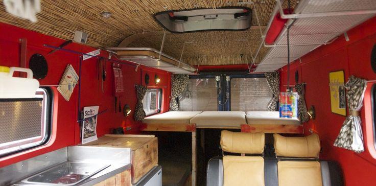"""""""Bouwen voor een Ander"""" is een project van Toffe Camper en spreekt voor zich waarbij we je zelfs kunnen begeleiden tot het vinden van de juiste bus . Over het algemeen proberen we te bouwen met zoveel mogelijk overgebleven materialen, zoals oude vloerdelen, dakbeschot, planken, plaatmaterialen, brancards enz. Hier speuren we de weide omgeving voor … Lees verder »"""
