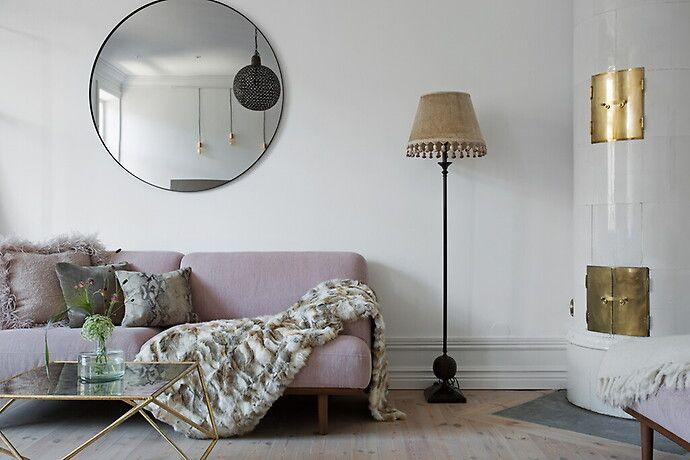 Bildresultat för rund spegel ovanför soffa