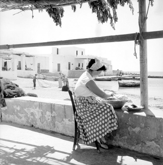 Parian woman (Greece) in the 1950s. From Zacharias Stellas.
