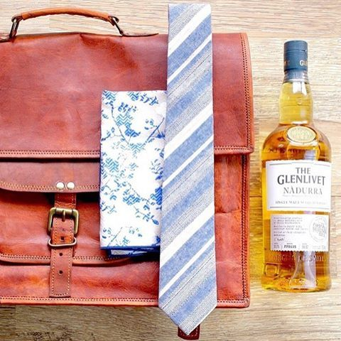 One of the most awesome looking mens bag and leather satchel which looks amazing. Best gift ideas for men
