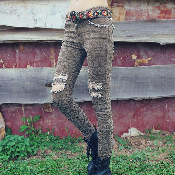Aporia.as джинсы с национальным принтом   Женские обтягивающие джинсы с национальным принтом. Ткань: 53% хлопок, 27% полиэфирное волокно, 18% другие волокна, 2% спандекс. Бренд: Aporia.as. Сезон: осень 2016 года. ☮️Цена: 3 000 руб.  На заказ. Доставка, самовывоз. +7 (916) 051-60-02 (whatsapp, viber, telegram) Больше моделей и фотографий на сайте: bohomagic.ru. http://bohomagic.ru/shop/for-her/artka-dzhinsy-s-nacionalnym-printom/ #бохокупить #бохомагазин #бохошик #бохоодежда #одеждабохо…