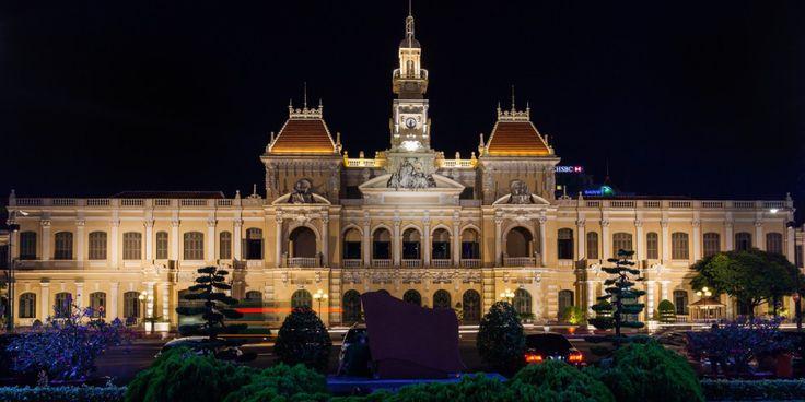 В Хошимине можно встретить довольно необычные здания, несущие на себе черты советской архитектуры. В этом ничего удивительно, ведь во времена СССР Вьетнам был нашим младшим братом.  Посетить Хошимин можно в рамках тура по двум странам - Камбодже и Вьетнаму.  Подробности тут - http://cambofriends.ru/kambodzha-vietnam-tur/  Тур удачно сочетает в себе знакомство с культурой и историей этих стран и, конечно, пляжный отдых. Насыщенные программой дни чередуются с днями отдыха и расслабления…