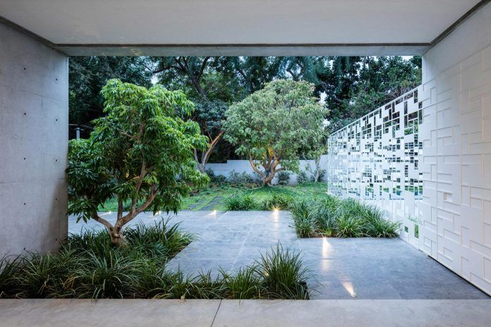 The play of light of a beautiful house located in Tel Aviv - CAANdesign | Architecture and home design blog