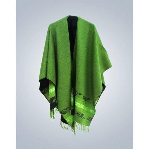 Chal liviano con los bordes ribeteados a crochet y diseño floral. Prenda muy elegante para usarla como accesorio de ropa casual.