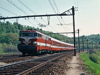 Avec les performances accomplies par les deux locomotives BB 9291 et 9292 construites d'origine pour atteindre le 250 km/h, la #SNCF décide d'en faire profiter le Capitole, le #train reliant Paris-Austerlitz à Toulouse.