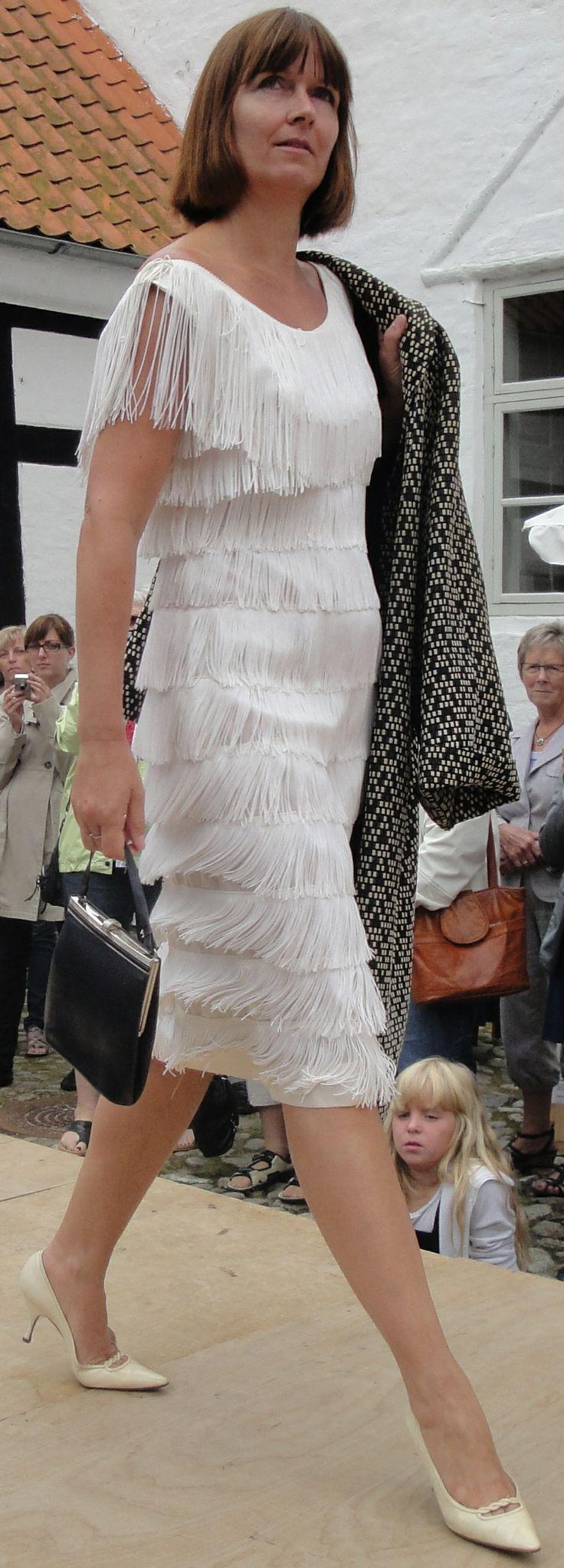 Historisk modeopvisning på Bratskov. Charleston inspireret kjole fra 1961.