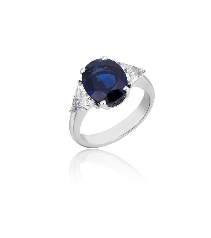 An Exceptional Oval Sapphire with Triangle Diamonds