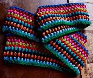 ponnekeblom: kleurrijke sjaal gratis NL patroon