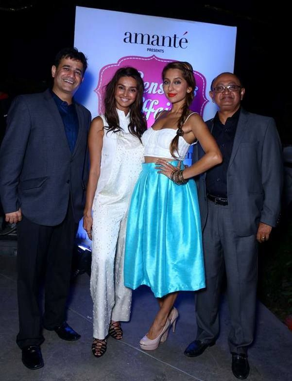 A pose is a must when it's VJ Anusha Dandekar and Shibani Dandekar at the show, posing with MAS Holdings Director Ajay Amalean and MAS Brands CEO Vivek Mehta. #affairwithamante #throwback